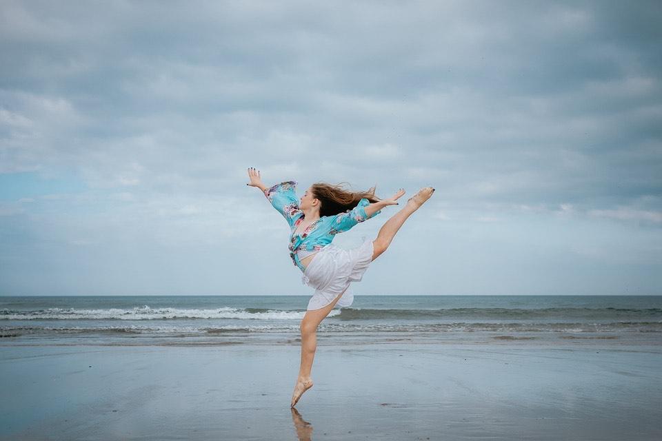 Imagen Mujer Saltando